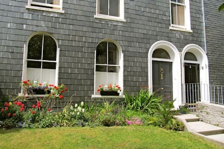 Stylish Garden Getaway + Parking - Plymouth - Apartment