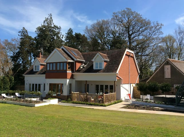 Large Lodge House in Orchard Setting (sleeps 10) - Matfield
