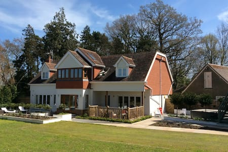 Large Lodge House in Orchard Setting (sleeps 10) - Matfield - Hus