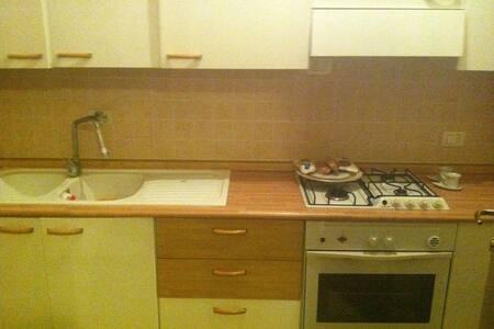 Grazioso mini attico - Reggio Emilia - 아파트