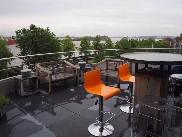 Antwerp waterfront loft - free parking