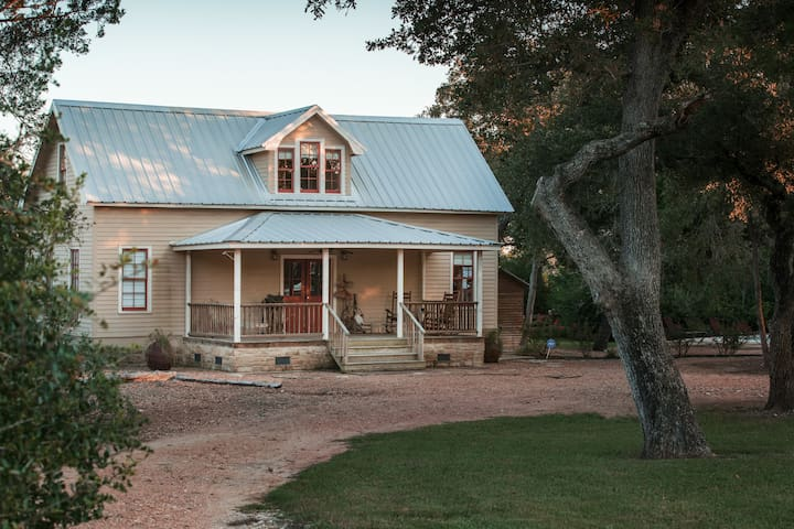Round Top Family Getaway Minutes from Antiques!