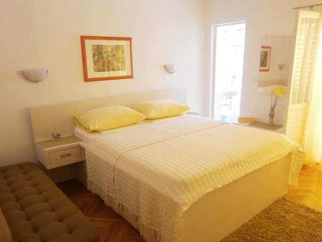 APT 2 with balcony close to centre - Makarska - Lejlighed