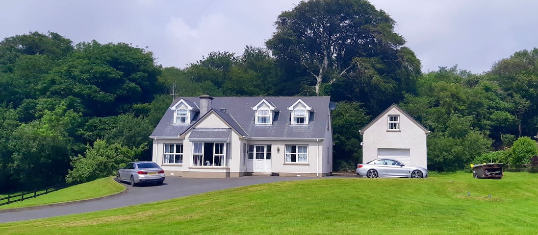 Stunning home 10 min walk to Ardara close to sea.