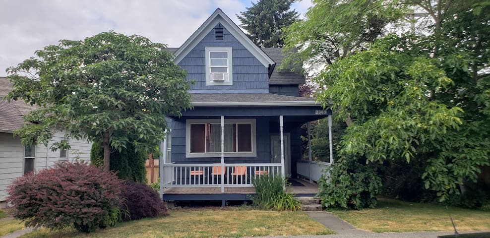 Gorgeous home near 6th Ave, 5min to UPS UW Ruston