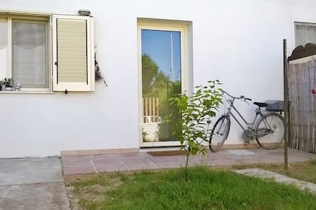 The Nest - self contained flat with garden - Elmas