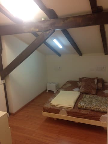 Private Double Room w/Shared Bath