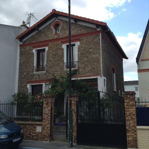 À 10min de Paris:Méga chambre ds maison ac jardin - アルフォールヴィル - 一軒家