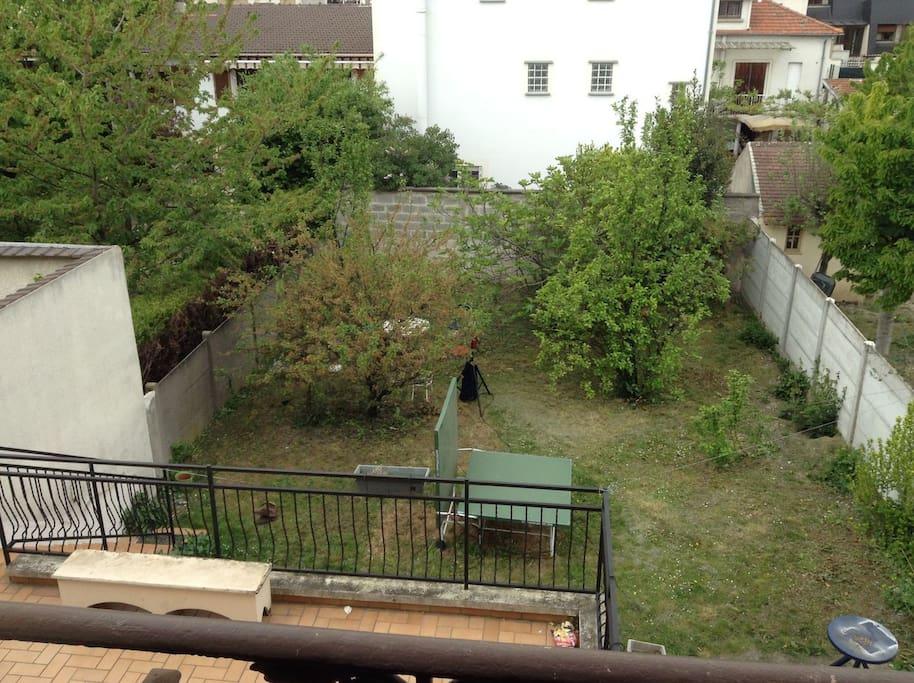 jardin avec terrasse, et barbecue