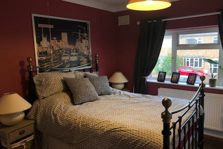 Double room-access to whole house inc large garden