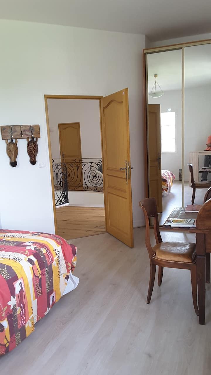A la source de Bougival : Chambre dans demeure.