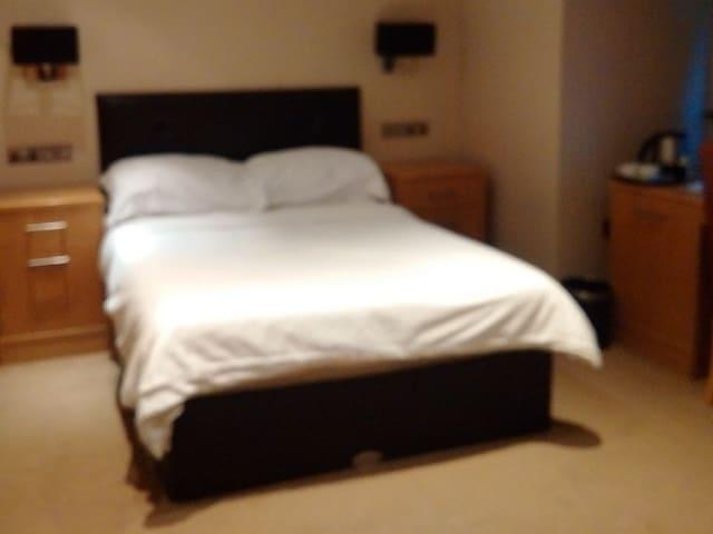 Double room-Premium-Ensuite with Bath-Street View-1