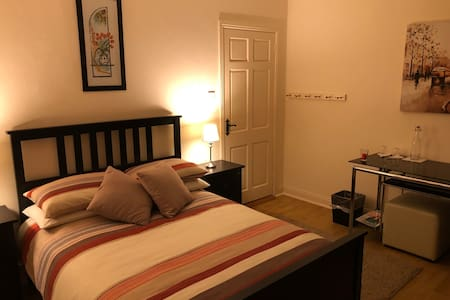 Private Double Room, 1 minute walk to shore front