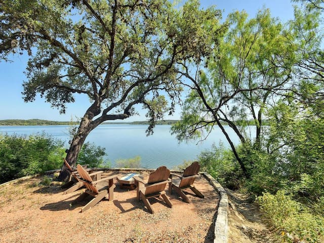 Serene Hill Country Lake Travis Waterfront - Spicewood