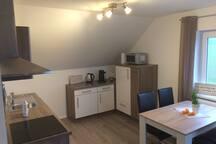 Einbauküche mit allem was man benötigt für 4-6 Personen
