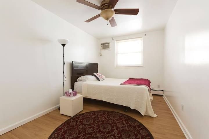 Lovely 1 bedroom home 30 minutes from Manhattan - Jersey City - Apartment