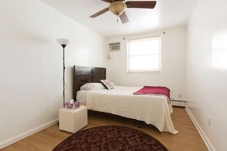 Lovely 1 bedroom home 30 minutes from Manhattan - Jersey City - Apartamento