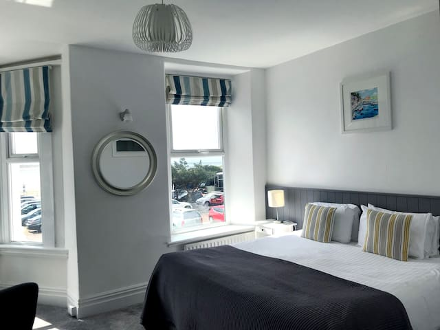 Seabreeze -Superior Double or Twin Room, Sea View