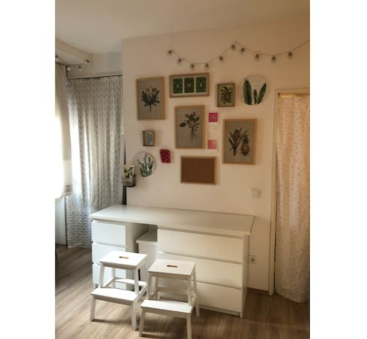 Cute NYC-Style Studio located right at Carlsplatz
