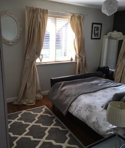 Double room in lovely modern house - Warwick - House