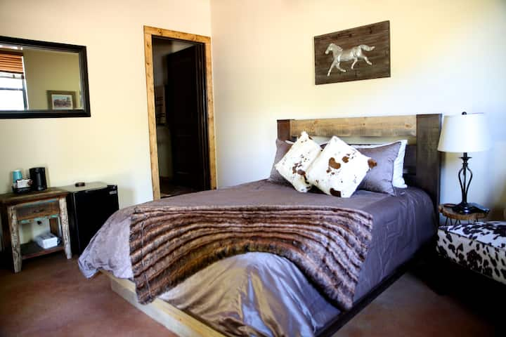 Gaucho Room (Estable Bldg.) Asante Lodging