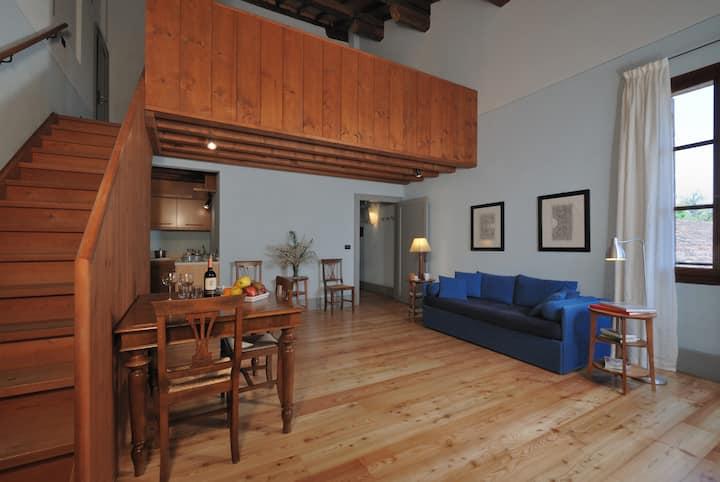 Vinca: Cozy Studio in a 16th century Farm