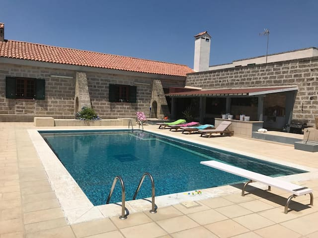 Renovated Farmhouse with Air Conditioning, Pool & Terrace; Parking Available