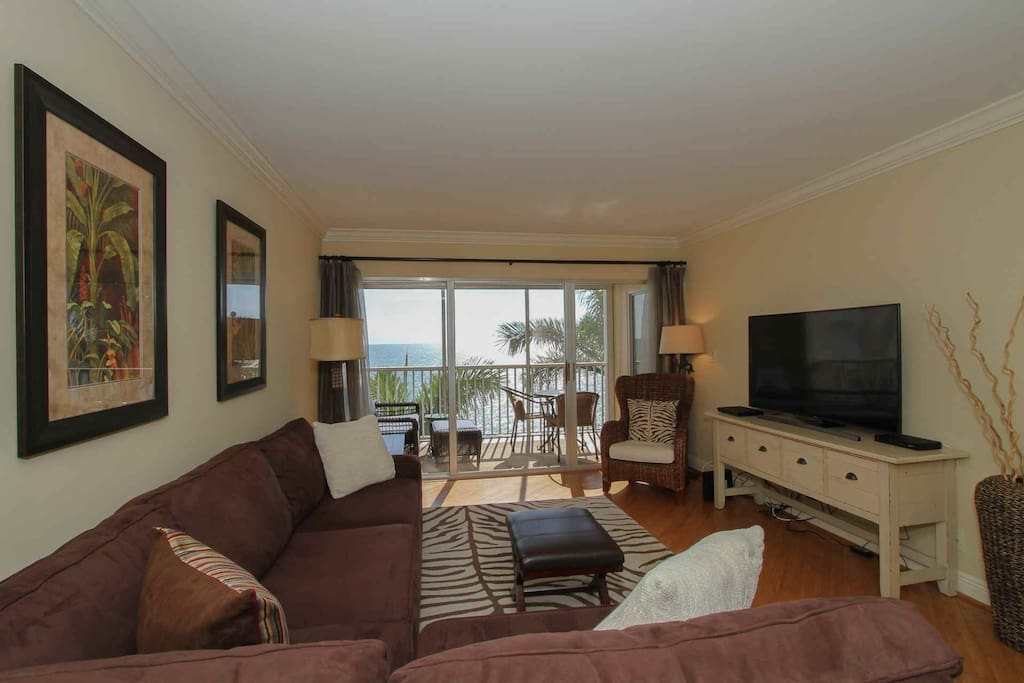 Breathtaking Gulf/beach views from this well decorated waterfront 7th floor condo.