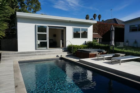 Pool Retreat 10 min walk from St. Heliers Beach. - Auckland - Cabin