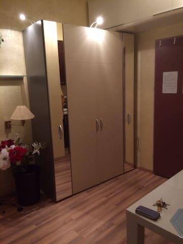 Grosser Schrank   -   big closet - grand'armoire - grande armadio - gran armario
