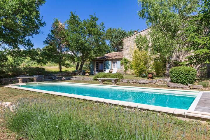 Gordes Murs - Suite entière avec piscine et sauna