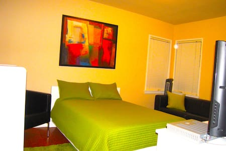 Private Room in Burbank close to main attractions. - Burbank
