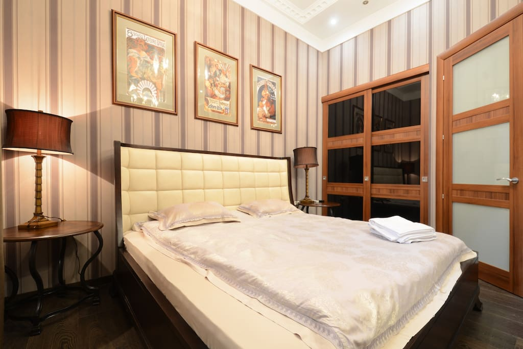 Bedroom. Real american Queen-size bed with 2 night tables and spacious wardrobe.