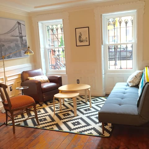 Historic Townhouse Apartment with Garden Oasis