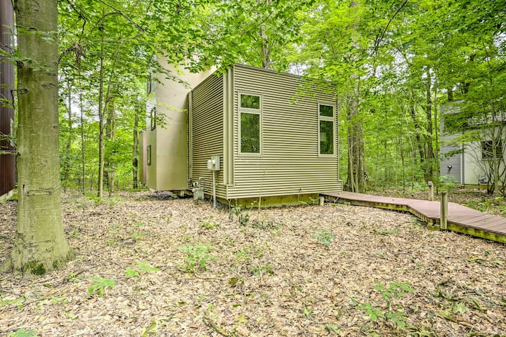 Modern Michigan City Cabin ~5 Miles to Beach!