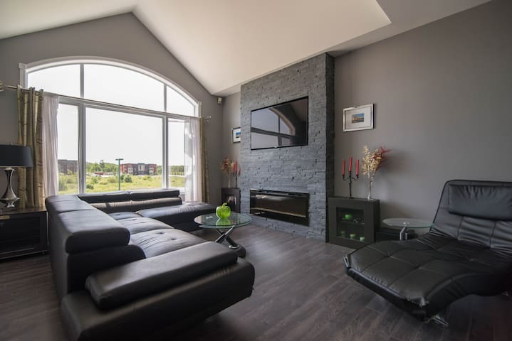 Modern Condo in Plateau - Top Floor - Gatineau - Condominio