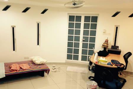 Cozy ensuite private garden room