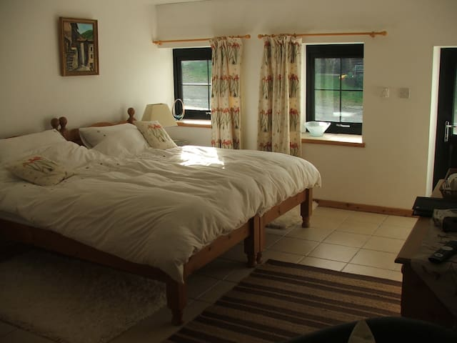 Siramik Bed and Breakfast - Alltwalis - Bed & Breakfast