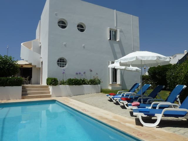 Albufeira. 4 Bedroom Villa with A/C & Private Pool