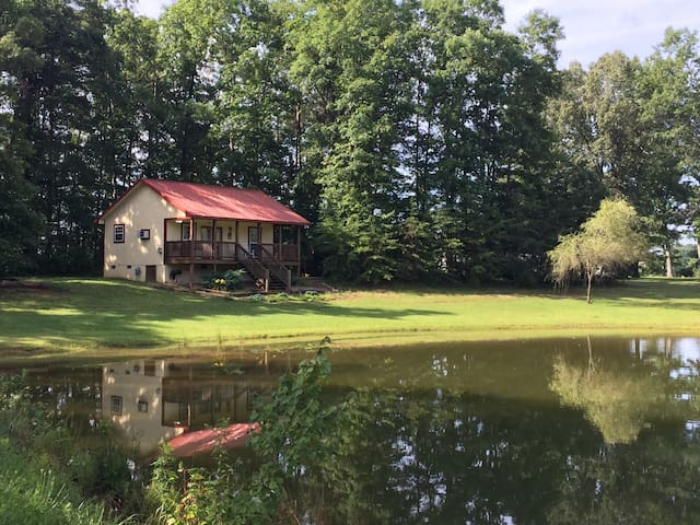 Cozy private cottage in the country on 38 acres!
