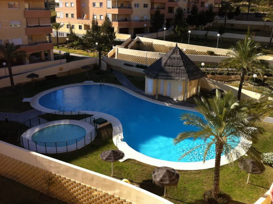 Apartamento con piscina padel appartements louer for Piscina torremolinos