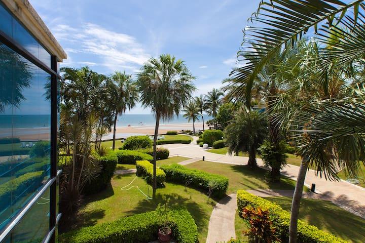 Beach-front 2+1BR Family Villa Sea-View