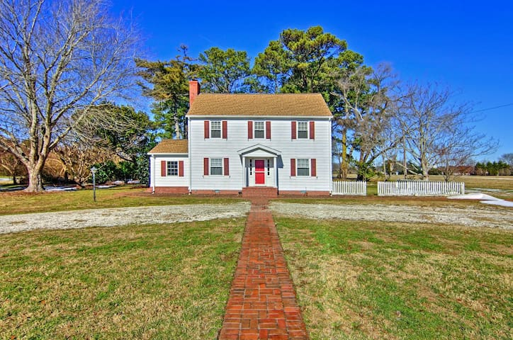 NEW! 4BR Cape Charles Home - 2.5 Miles From Beach!