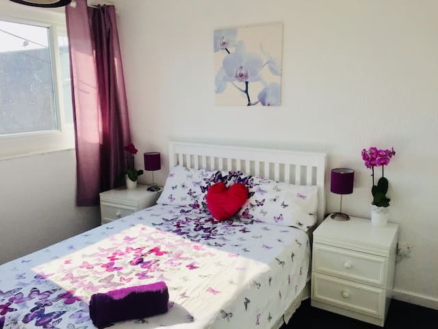 Basic double room near the centre - Orchid