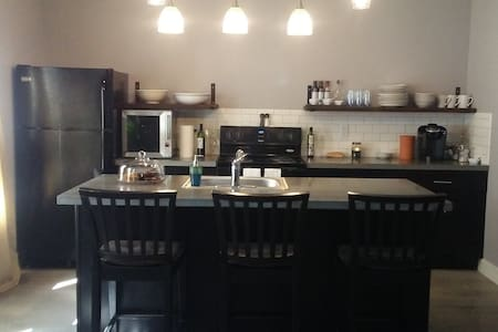 New Urban Get-Away with breakfast! - Kansas City - Appartement