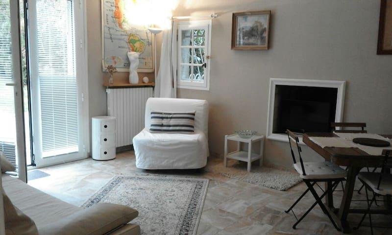 Versailles,Paris,Haras de Jardy à 3 - Marnes-la-Coquette - Hus