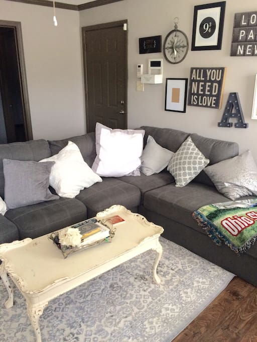 Living room with comfy sectional - can sleep 2