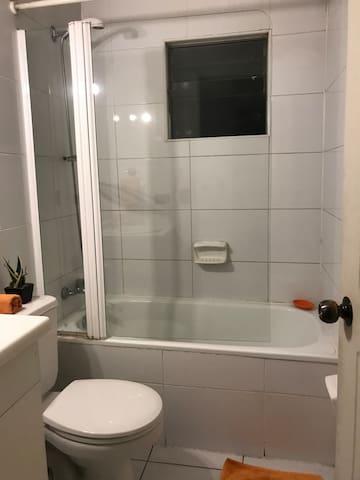 Baño completo segundo piso