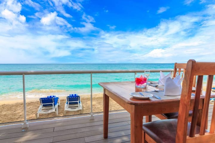 Imagine having this view of the 7-Mile beach while having your morning coffee, lunch or a glass of wine at dinner.
