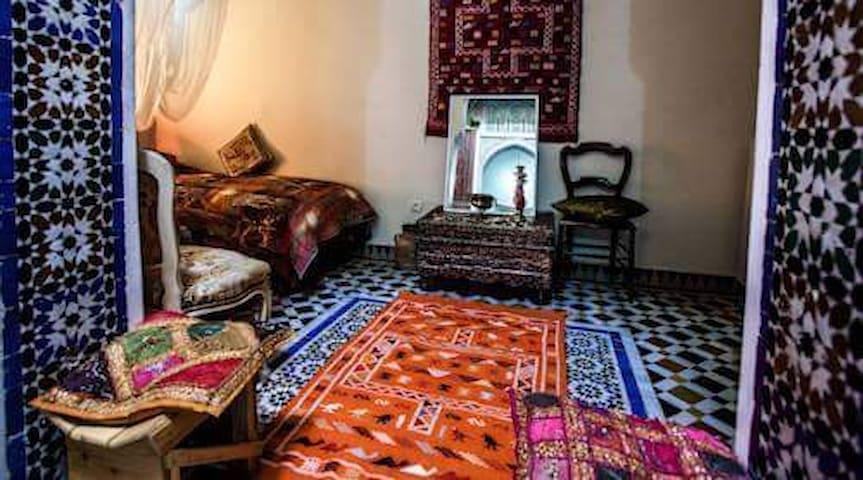 Budget Room & Breakfast, Riad dar chraibi - 菲斯 - 公寓